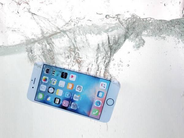 「iPhone 水没 画像」の画像検索結果