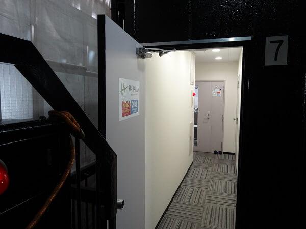 Quick 新宿南口店の入り口の様子