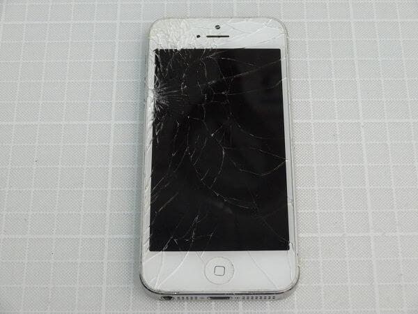 カラスパネルが割れたiPhone5