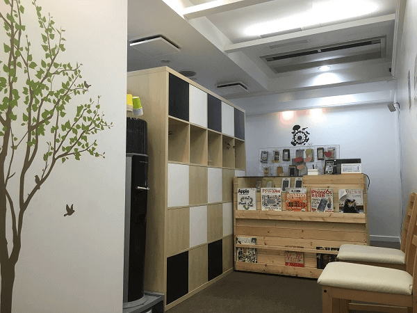 スマホスピタル 京都河原町店の店内の様子の写真